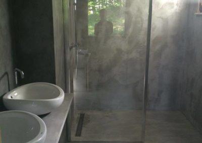 Salle de douche complète