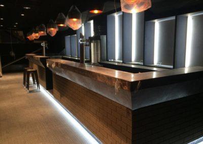 Fabrication de bar et arriere bar de la discothéque avec éclairage