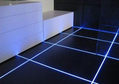 Incorporation de led en joint de plaque de fer au sol salle d'eau