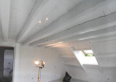 Mise en peinture d'un plafond bois