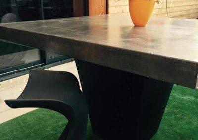 Table extérieur béton